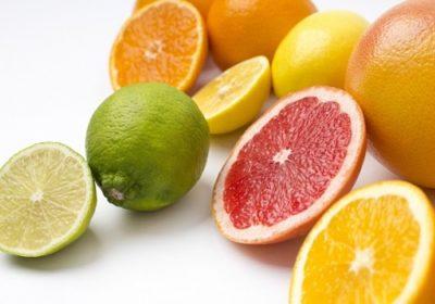 柑橘類の皮で電子レンジのニオイを取る