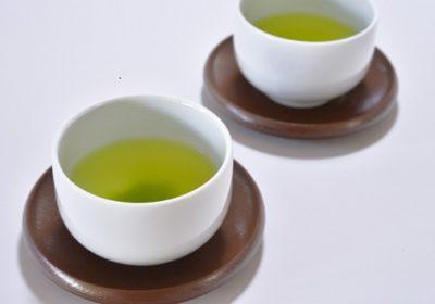 塩とお茶でまな板の臭いを取る