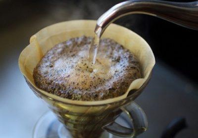 コーヒーかすで灰皿内のタバコの吸殻の臭い対策