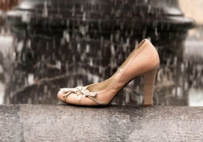 雨に濡れた皮靴